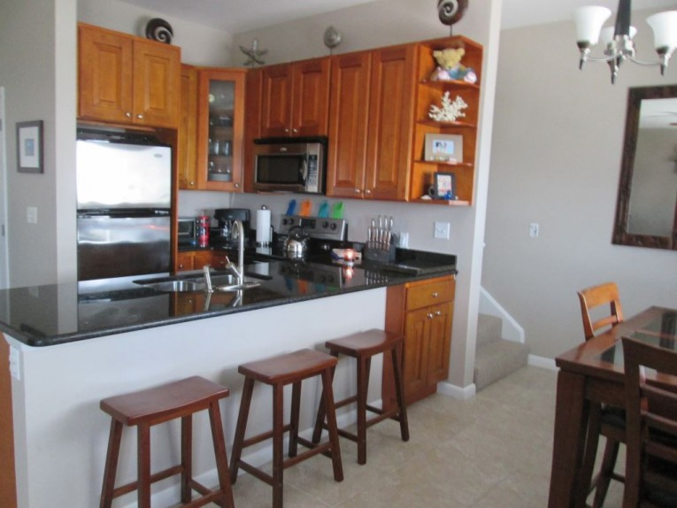 Two Bedroom Town Home on Seven Mile Beach - Cayman Residential Property for For Rent