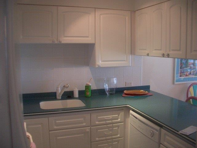 White Sands - Beach Front - Cayman Condominiums Property for For Rent