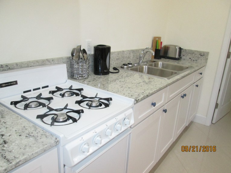One bed modern in Savannah - Cayman Condominiums Property for For Rent