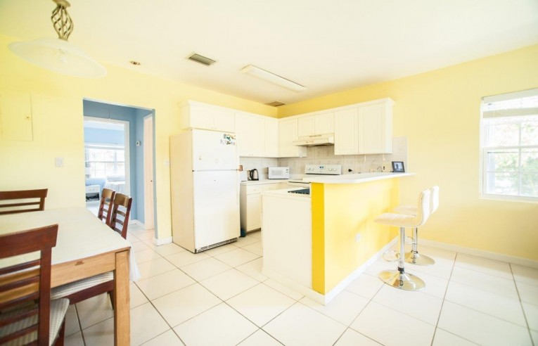 ROSEDALE GARDENS - SPACIOUS 1 BED - Cayman Residential Property